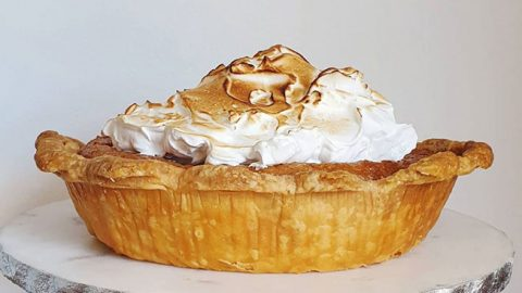 Old Fashioned Butterscotch Pie With Meringue | DIY Joy Projects and Crafts Ideas