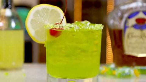 Crown Royal Green Apple Jolly Rancher Cocktail | DIY Joy Projects and Crafts Ideas