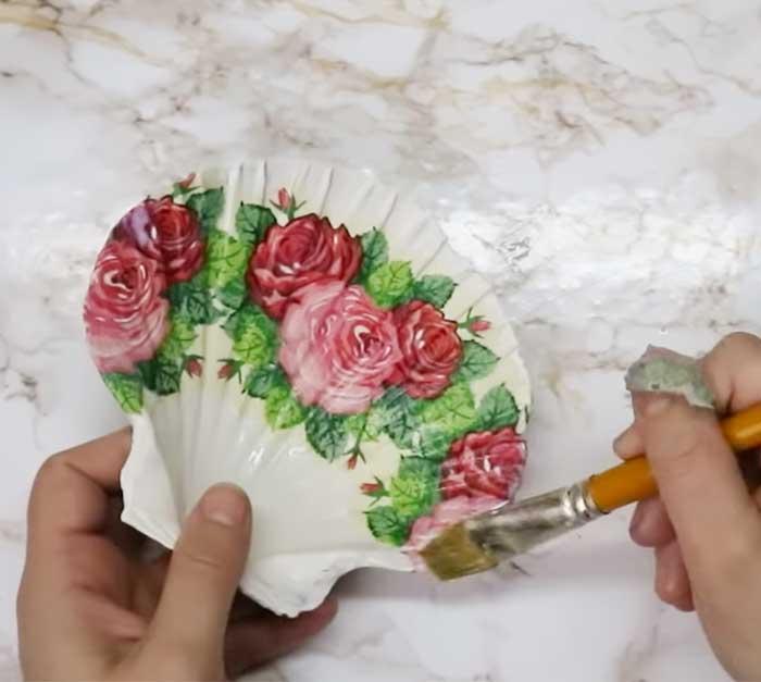 Mod Podge Seashell Decor - Shell Painting