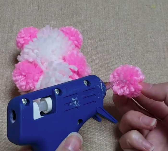 Glue Pieces Of Yarn Bear Together - Easy Yarn Craft