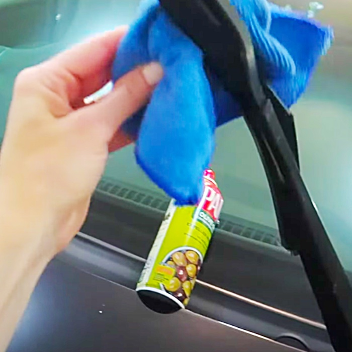 How To Restore Windshield Wiper Blades With Cooking Spray - Cooking Spray Hacks - How To Clean With Pam