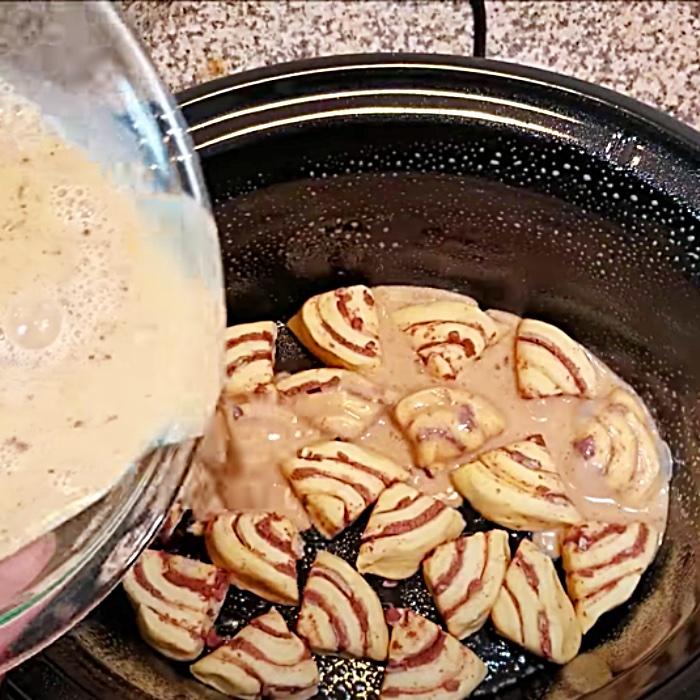 Crockpot Cinnamon Roll Casserole - Easy Crockpot Dessert - How To Make Cinnamon Rolls