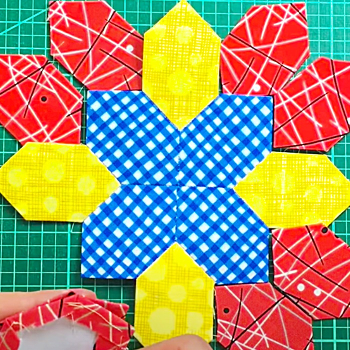 Lucy Boston Quilt Block - English Paper Piecing Quilt Block - Easy Quilt Pattern - Free Quilt Block Pattern