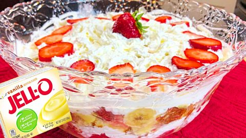 Strawberry Punch Bowl Cake Recipe | DIY Joy Projects and Crafts Ideas