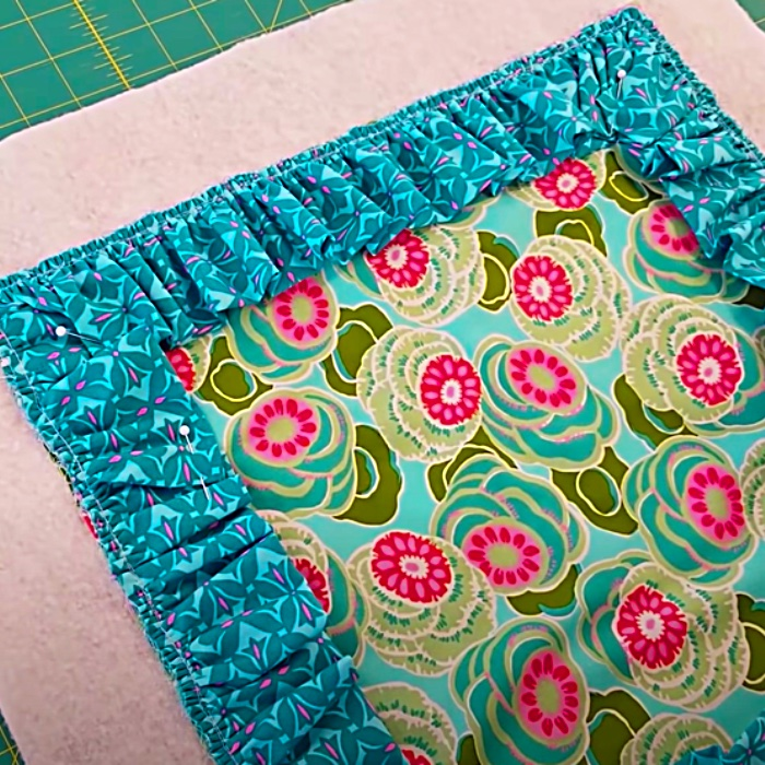 How To make A Ruffled Pillow Sham - Easy Sewing Pattern - Easy Pillow Pattern - How To Sew A Pillow
