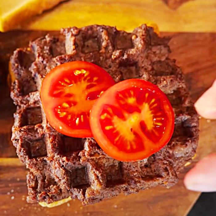 """Einfache Hamburger-Ideen - Waffeleisen-Ideen - Hacksteak-Burger - Prepper Food"""" width=""""700"""" height=""""700"""" data-pin-description=""""Einfache Hamburger-Ideen - Waffeleisen-Ideen - Hacksteak-Burger - Prepper Food"""" =""""https://cdn.shortpixel.ai/client/q_glossy,ret_img,w_700/https://diyjoy.com/wp-content/uploads/2021/06/waffle-steaks-3.jpg 700w, https:/ /cdn.shortpixel.ai/client/q_glossy,ret_img,w_300/https://diyjoy.com/wp-content/uploads/2021/06/waffle-steaks-3-300x300.jpg 300w, https://cdn. shortpixel.ai/client/q_glossy,ret_img,w_150/https://diyjoy.com/wp-content/uploads/2021/06/waffle-steaks-3-150x150.jpg 150w"""" size=""""(max-width: 700px ) 100vw, 700px""""/>   <figcaption id="""