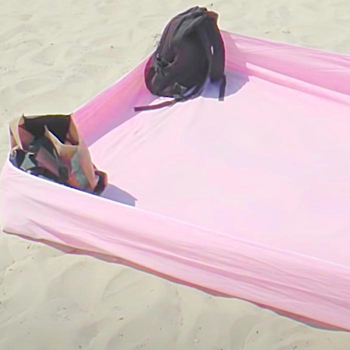 Beach Blanket Hack - Fitted Sheet Hack - Clean Beach Blanket - How To Keep Your Beach Blanket Clean