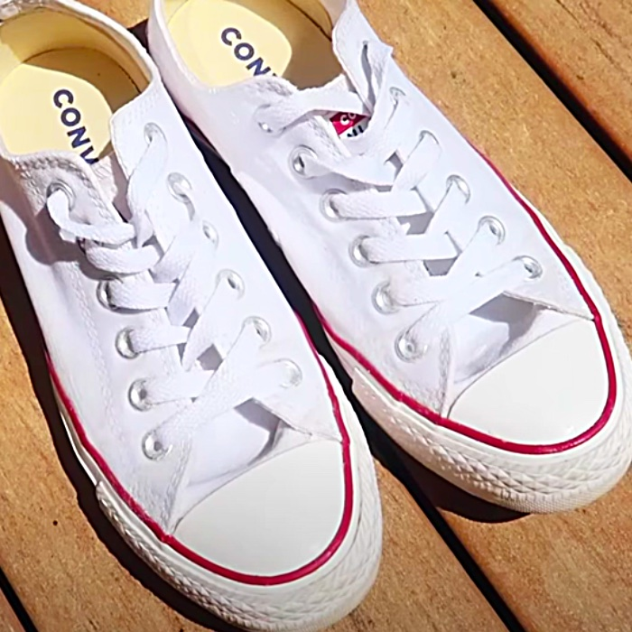 How To Clean White Tennis Shoes - Easy Way To Clean Sneakers - How To Keep Tennis Shoes White
