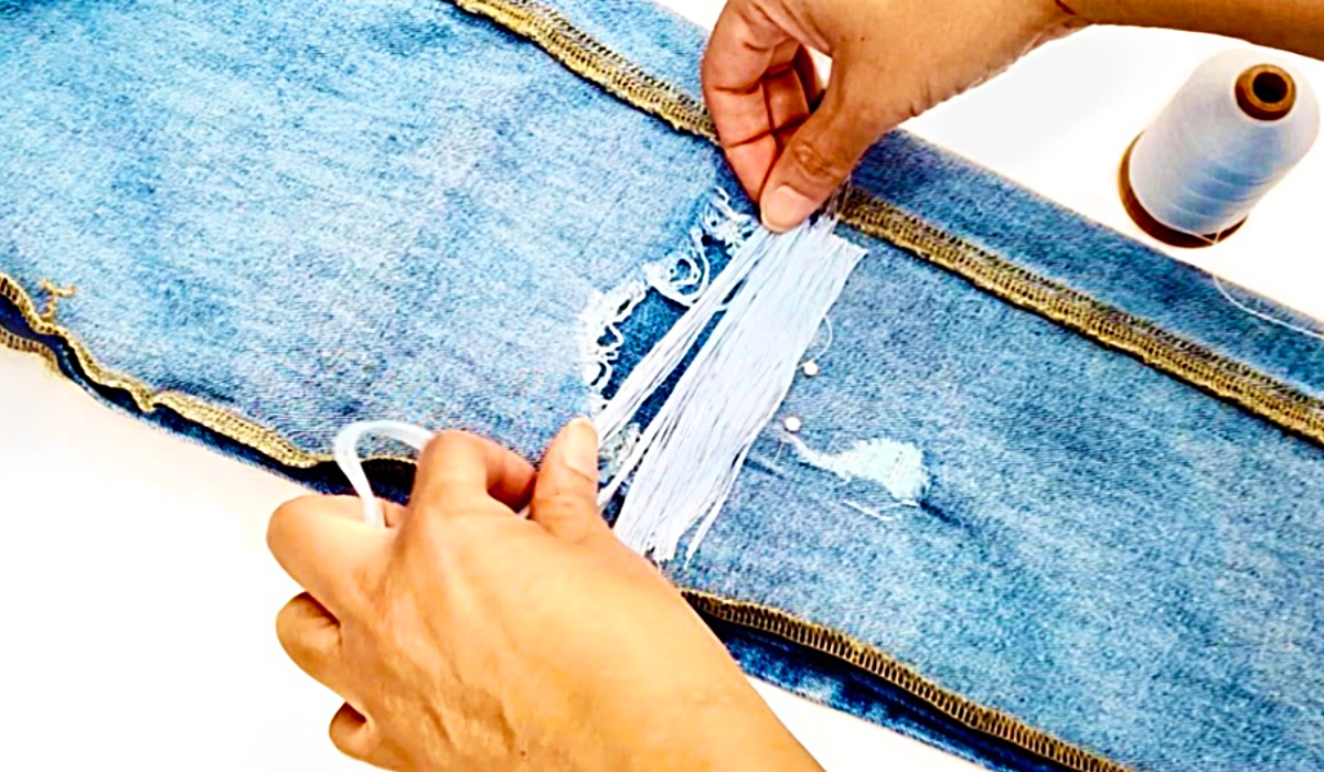 How To Make A Thread Jean Patch - Tread Technique Decorative Jean Patch - Sew Your Jeans - DIY Fashion Ideas