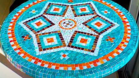 DIY Mosaic Garden Tabletop | DIY Joy Projects and Crafts Ideas