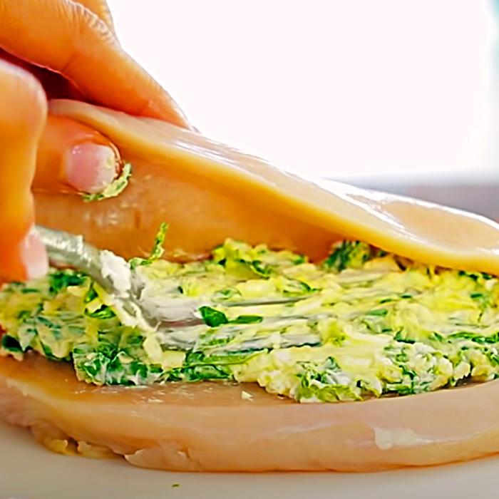 """Mit Käse gefüllte Hähnchenbrust-Rezept – Einfaches Hähnchenbrust-Rezept – Einfaches Hähnchenbrust-Rezept"""" width=""""700"""" height=""""700"""" data-pin-description=""""Käsige Spinat-gefüllte Hähnchenbrust-Rezept – Einfaches Hähnchenbrust-Rezept – Einfaches Hähnchenbrust-Rezept """" srcset=""""https://cdn.shortpixel.ai/client/q_glossy,ret_img,w_700/https://diyjoy.com/wp-content/uploads/2021/07/stuffed-chicken-2.jpg 700w, https ://cdn.shortpixel.ai/client/q_glossy,ret_img,w_300/https://diyjoy.com/wp-content/uploads/2021/07/stuffed-chicken-2-300x300.jpg 300w, https:// cdn.shortpixel.ai/client/q_glossy,ret_img,w_150/https://diyjoy.com/wp-content/uploads/2021/07/stuffed-chicken-2-150x150.jpg 150w"""" size=""""(max-width : 700px) 100vw, 700px""""/>   <figcaption id="""