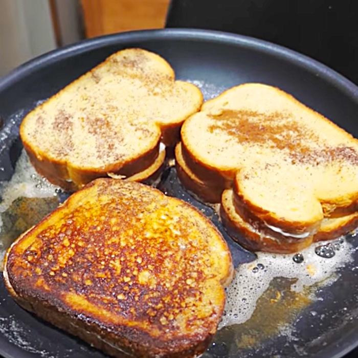 """French Toast Rezept mit Erdbeerfüllung - Einfache Frühstücksideen - Brunch-Rezepte - Frühstücksrezepte für das Wochenende"""" width=""""700"""" height=""""700"""" data-pin-description=""""Französischer Toast mit Erdbeerfüllung - Einfache Frühstücksideen - Brunch-Rezepte - Frühstücksrezepte für das Wochenende """" srcset=""""https://cdn.shortpixel.ai/client/q_glossy,ret_img,w_700/https://diyjoy.com/wp-content/uploads/2021/07/stuffed-french-toast-3.jpg 700w , https://cdn.shortpixel.ai/client/q_glossy,ret_img,w_300/https://diyjoy.com/wp-content/uploads/2021/07/stuffed-french-toast-3-300x300.jpg 300w, https://cdn.shortpixel.ai/client/q_glossy,ret_img,w_150/https://diyjoy.com/wp-content/uploads/2021/07/stuffed-french-toast-3-150x150.jpg 150w"""" Größen =""""(max-Breite: 700px) 100vw, 700px""""/>   <figcaption id="""