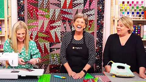 Triple Play Wing Quilt With Jenny Doan   DIY Joy Projects and Crafts Ideas