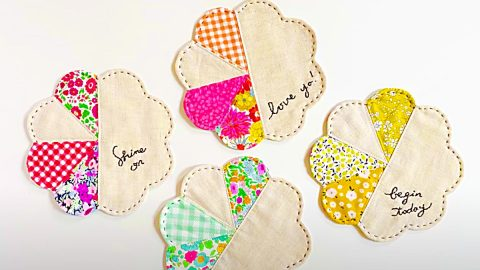 How To Make Patchwork Flower Coasters | DIY Joy Projects and Crafts Ideas